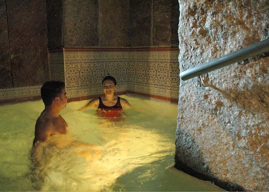 Les bains baln a for Restaurant bain les bains